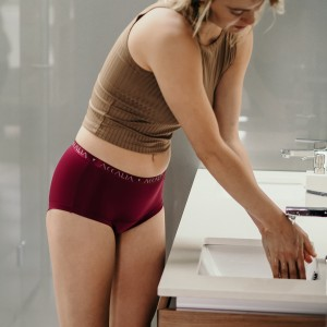 Aliya – Period Underwear with Bridge (Plum)